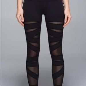 Lululemon highwaisted mesh black leggings